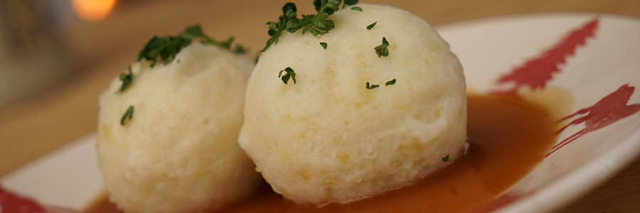 Knödel with broth